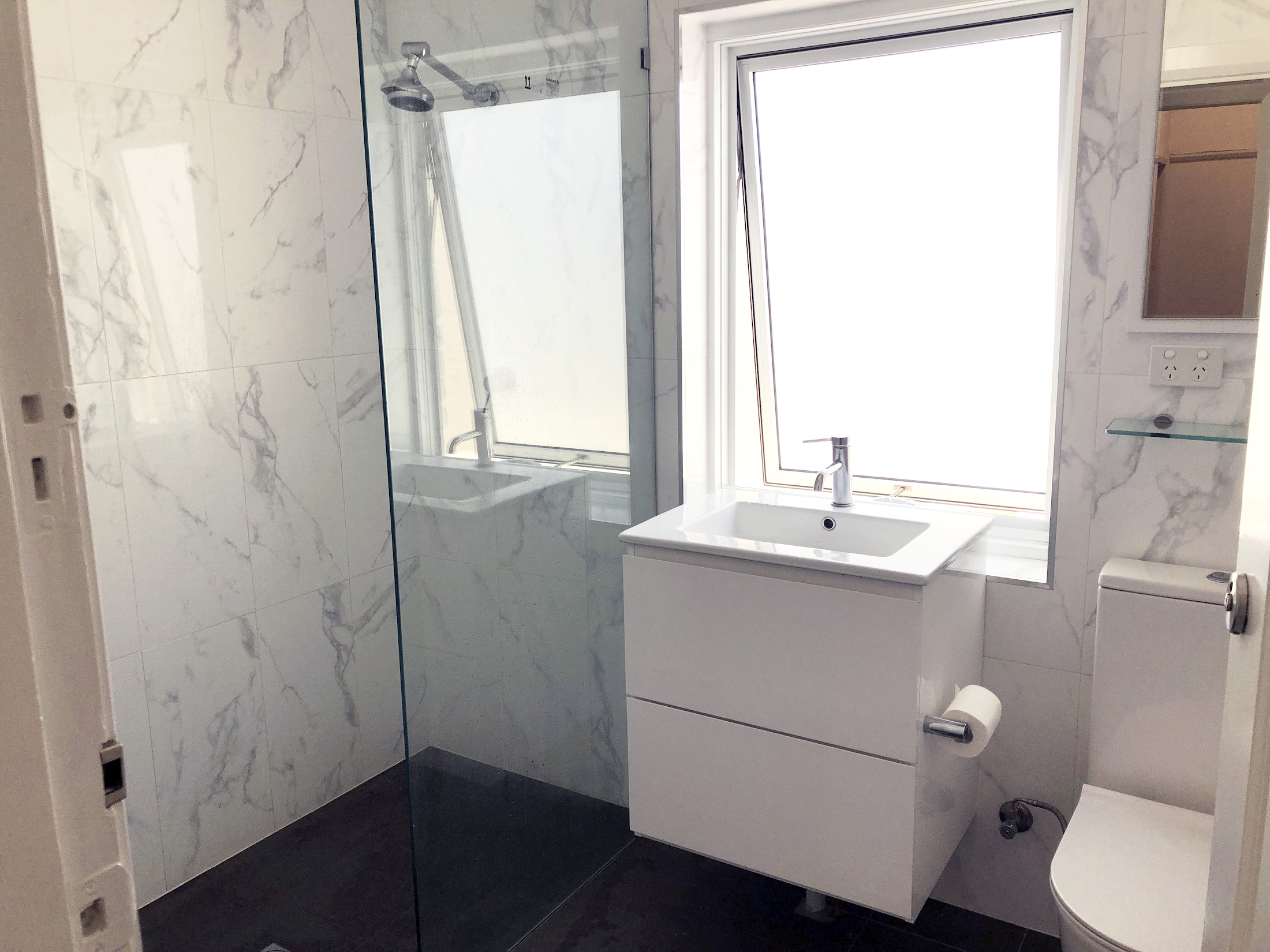 carnarvon-lodge-kirribilli-sydney-accommodation-shared-bathroom